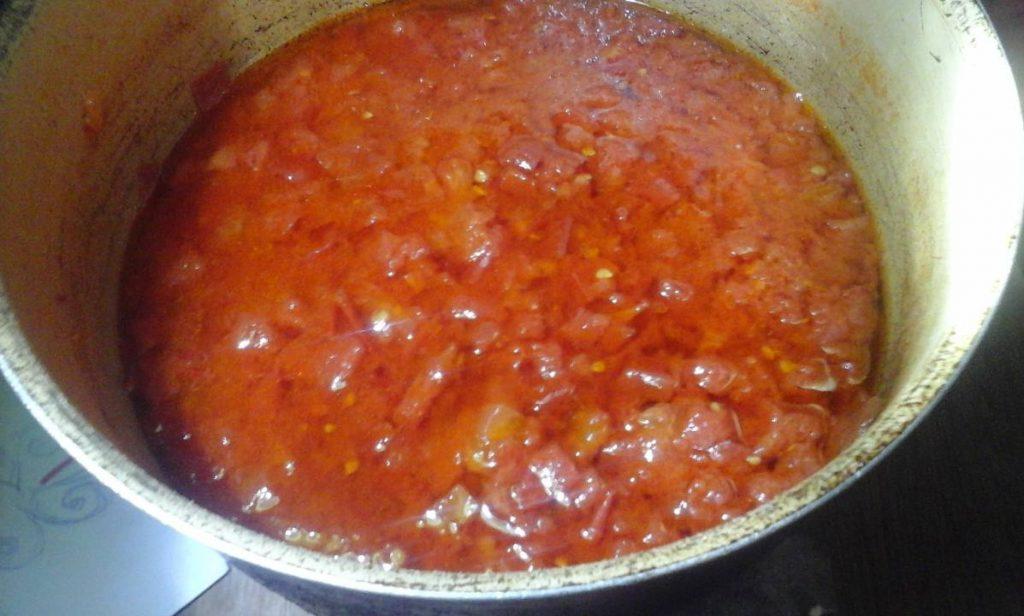 Classic Pasta Tomato Source in Making